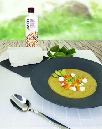 Gaspacho de concombre feta et huile d olive avec produits 2x